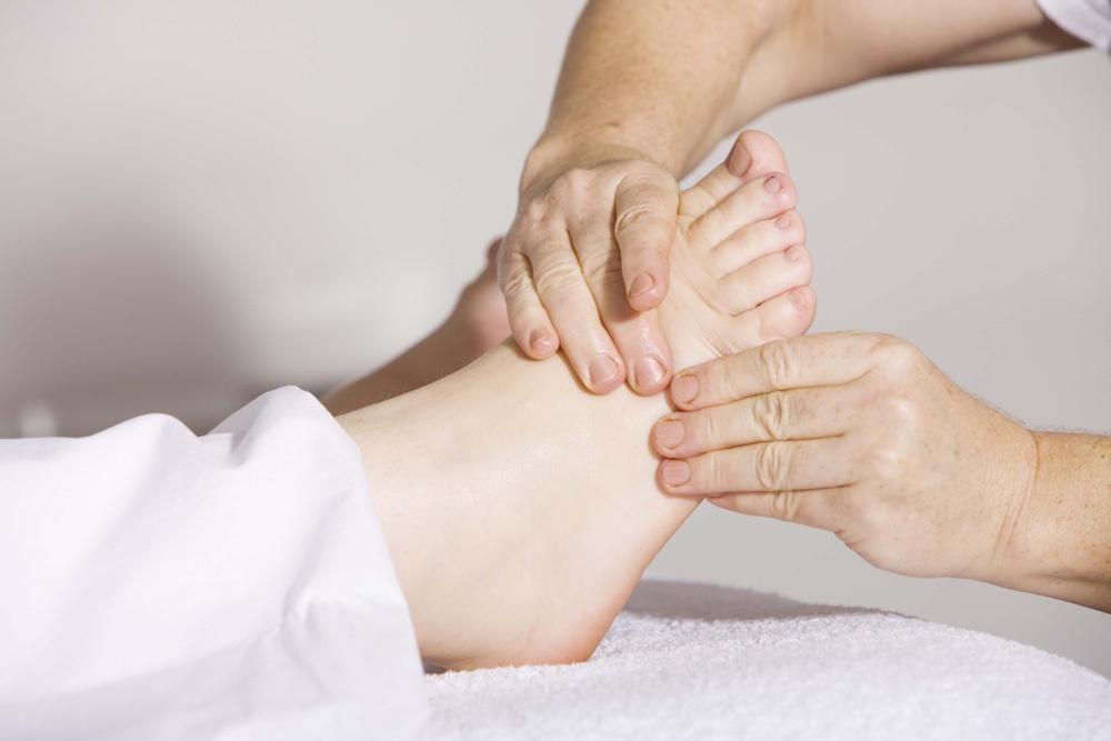 Prodotti selezionati per la cura dei piedi, Antica Farmacia Chiti Pistoia, specializzati in prodotti per il benessere della persona.