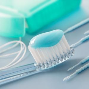strumenti di pulizia denti